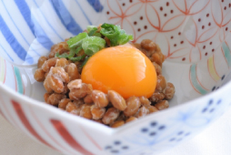 タンパク質が豊富な納豆と卵